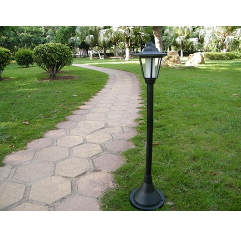 Vintage Style Outdoor Garden Solar Lamp Post Landscape